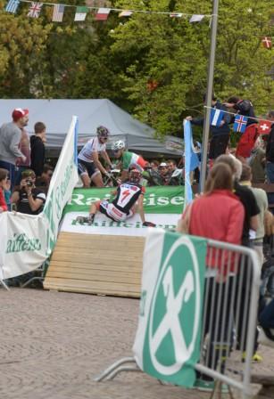 Sturz Eliminator-Finallauf Herren (Foto Küstenbrück)